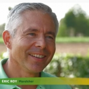 portrait d'Éric Roi maraîcher spécialiste des mini légumes, dans l'émission SILENCE ça pousse ! sur France 5